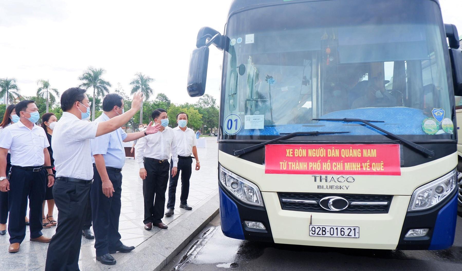 Khởi hành đoàn xe đón đồng hương Quảng Nam từ TP.Hồ Chí Minh về quê (clip) 1