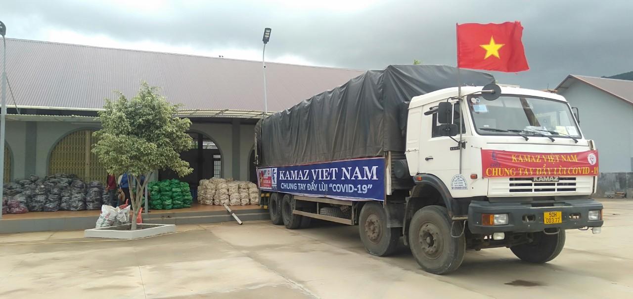 Hơn 300 tấn gạo đến với học sinh khó khăn 8