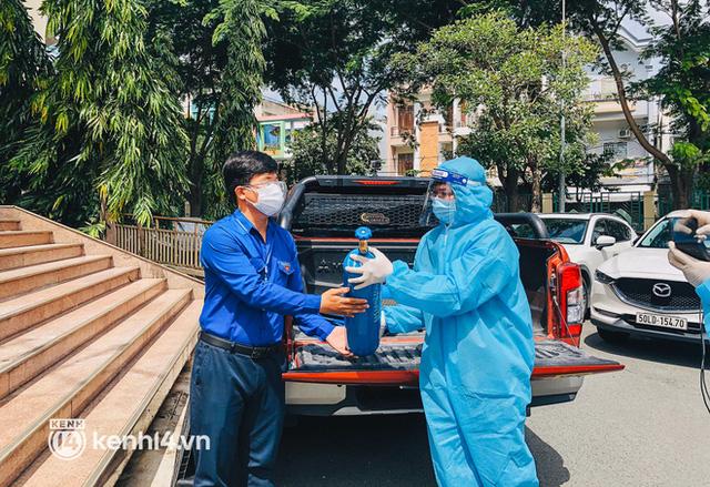 """""""Cha đẻ"""" ATM gạo cho ra đời ATM Oxy và câu chuyện bình oxy cứu sống một người cha ở Sài Gòn trong đêm 11"""