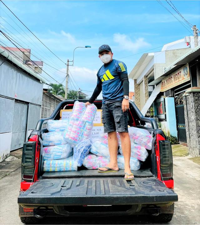 """Doanh nhân Đồng Nai bán xe biển VIP 66666 giá 190 triệu đồng, mua xe cứu thương làm """"xe 0 đồng"""" mùa dịch 4"""